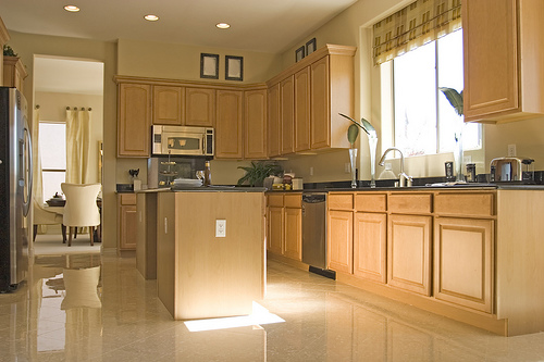 Brown kitchen color provides warmth and comfort equipped with the peninsula