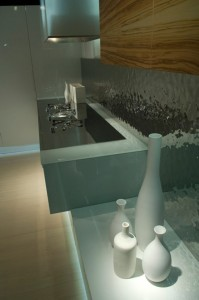 Contemporary Kitchen rippled to contrast with high-gloss finish by Aster Cucine