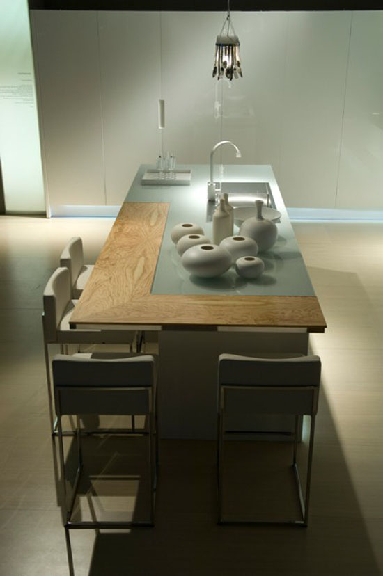 Contemporary Kitchen rippled to contrast with the high gloss finish by Aster Cucine