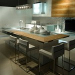 Contemporary Kitchen rippled to contrast with the high-gloss finish by Aster Cucine