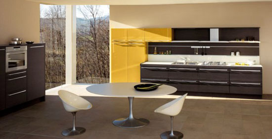 Dark Oak Wood Kitchens Design combine high glosy colorful lacquer