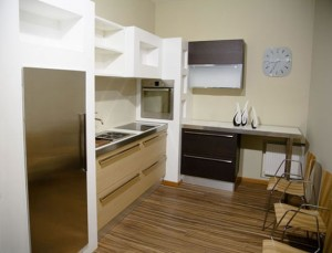 Designs a small kitchen in creative ways