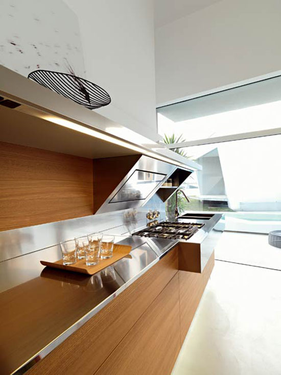 Snaidero kitchens design has contrast shapes and materials in Kube