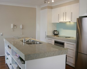 The combination of the light gray granite countertop with white walls