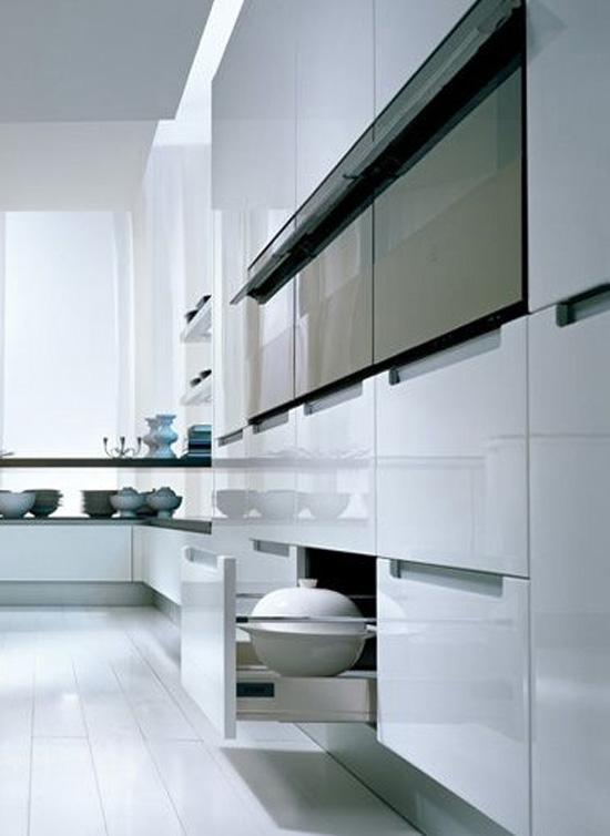 U shape kitchen work flow effortlesly in small kitchen by Pedini