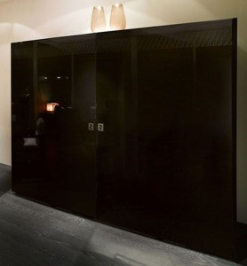 black kitchen furniture with amazing lacquered wood finish Casa fendi kitchen studio