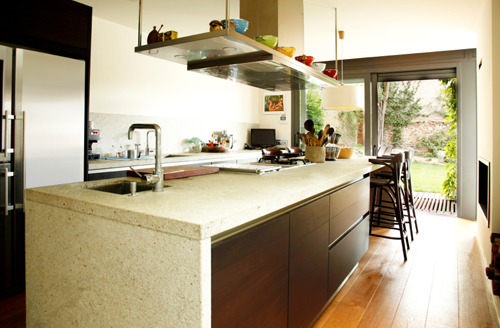 granite placed vertically in this modern kitchen