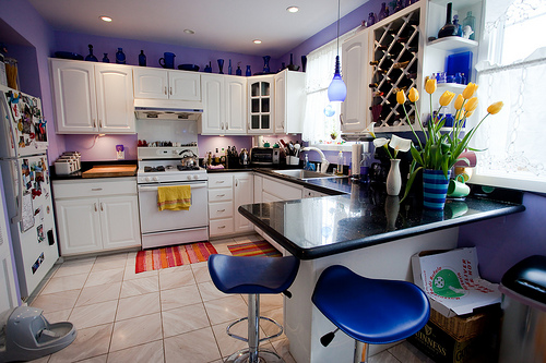 Small purple kitchen ideas for Kitchen design 4m x 2m