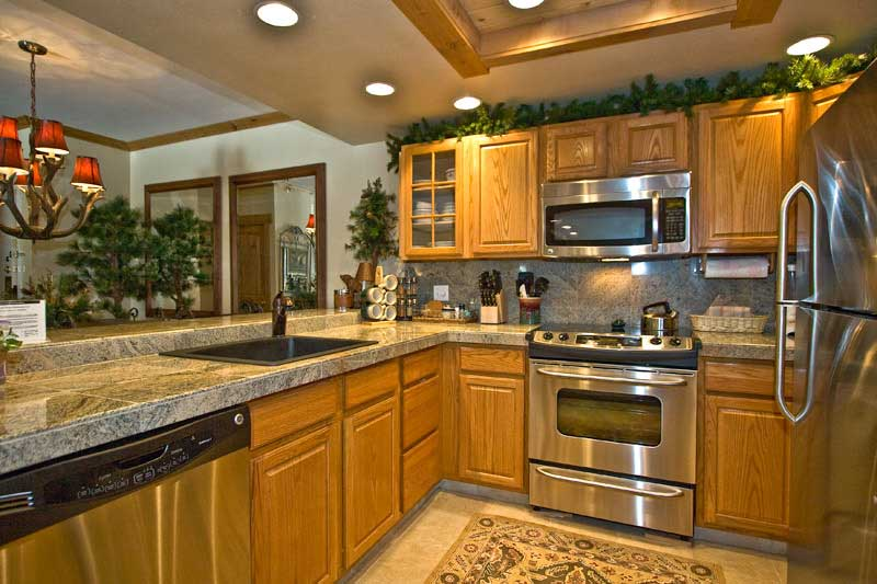 Kitchen oak cabinets for kitchen renovation kitchen for Kitchen ideas with oak cabinets