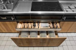 Knotty Pine Kitchen in Natural Skin rack