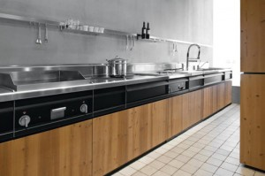 Knotty Pine Kitchen in Natural Skin with innovative metal structure