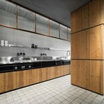 Knotty Pine Kitchen in Natural Skin with innovative metal structure By Minacciolo