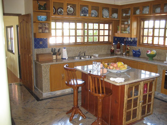 Rectangular kitchen island to renovate your modern kitchen for Small rectangular kitchen designs
