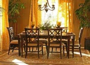 Small dining room design in contemporary classic
