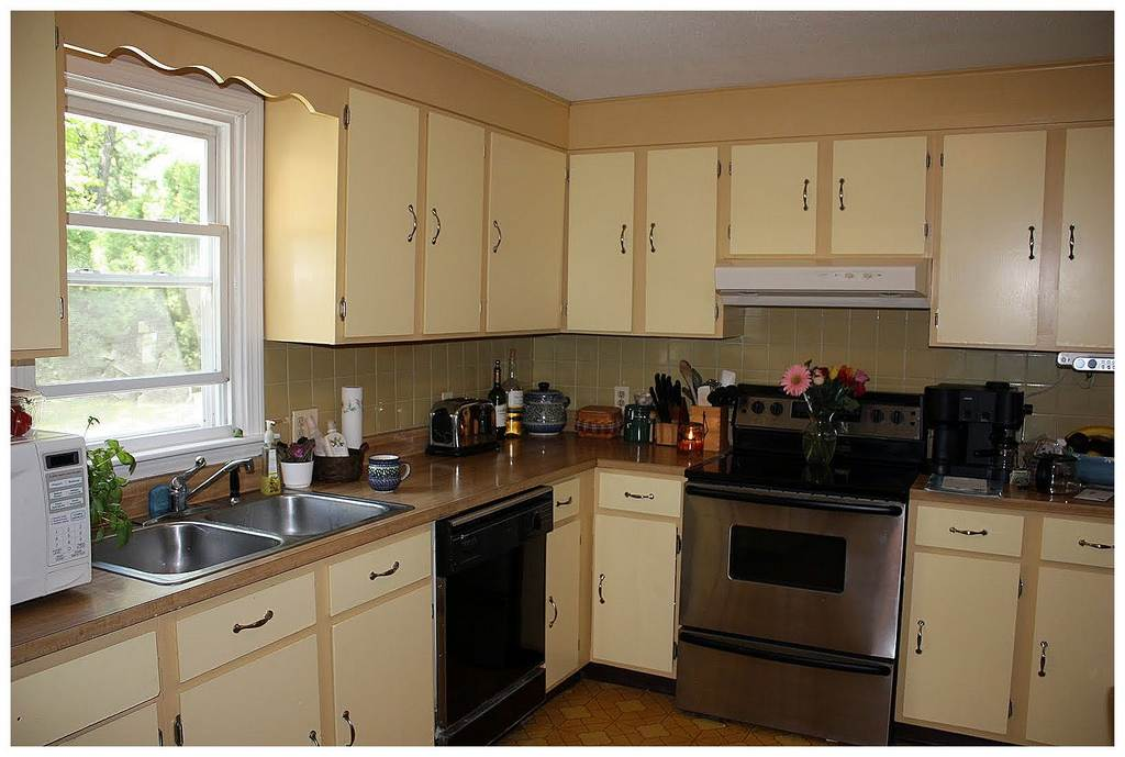 two tone kitchen cabinet ideas Cute Two Tone Kitchen Cabinets two toned kitchen cabinets