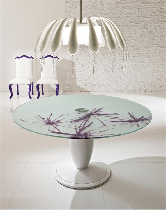 Violet dining room design with romantic touch